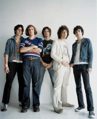 http://frecuenciax.files.wordpress.com/2009/03/the-strokes.jpg